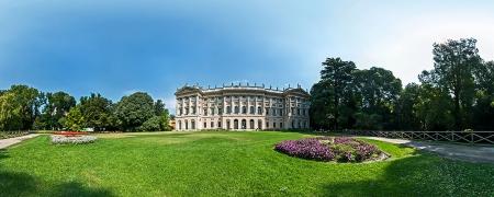 Il giardino antistante la Villa Reale di Milano