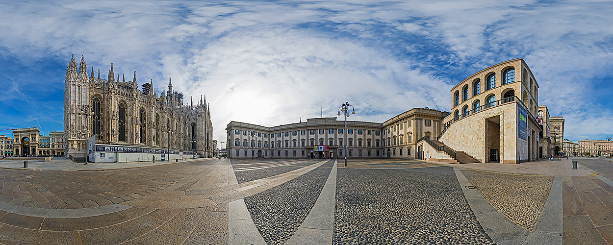 Royal Square with the Palazzo Reale, the side of Duomo and the Museum of '900