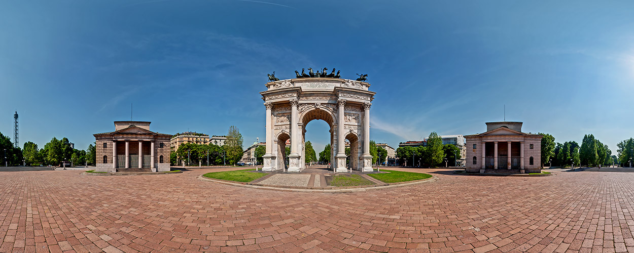 Sempione Square with the Peace Arch. At a distance the Sforza Castle
