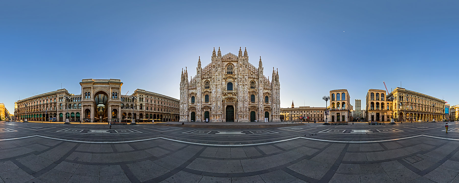 The very center of Milan at dawn: the Duomo Square