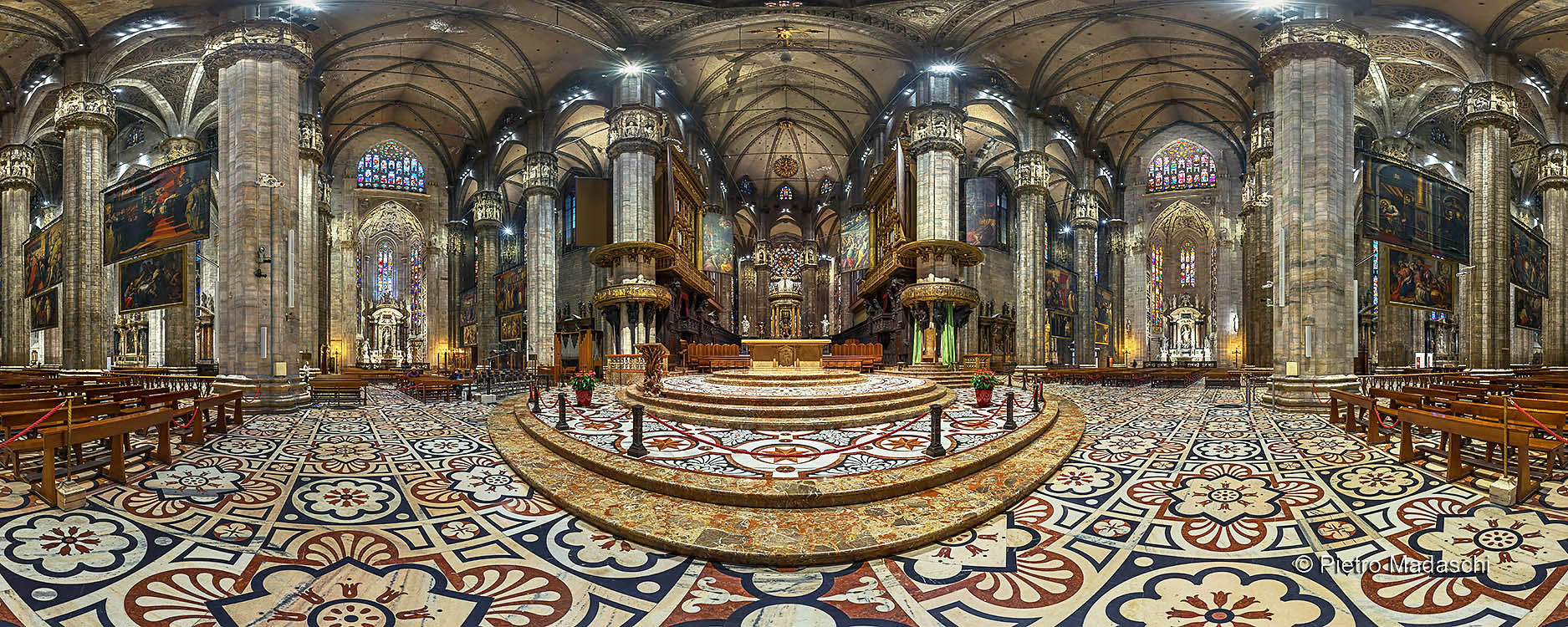 The Duomo: overall view of the Cathedral and the Altar