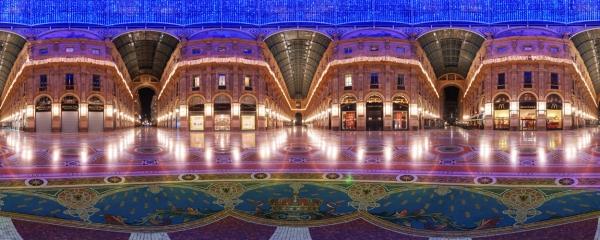 La Galleria Vittorio Emanuele II a Milano durante il Natale