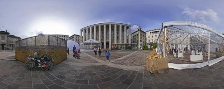 Piazza della Libertà: Info Poit del Festival e uno dei tanti Laboratori